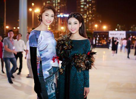 Hoa hau My Linh, A hau Thanh Tu hoa Tam-Cam tren tham do thoi trang - Anh 10