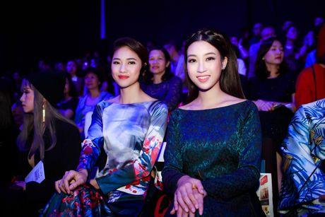 Hoa hau My Linh, A hau Thanh Tu hoa Tam-Cam tren tham do thoi trang - Anh 1