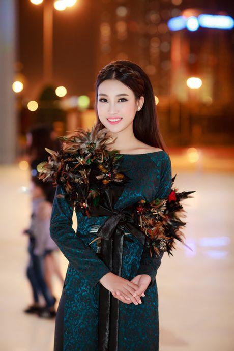 Hoa hau My Linh, A hau Thanh Tu hoa Tam-Cam tren tham do thoi trang - Anh 4