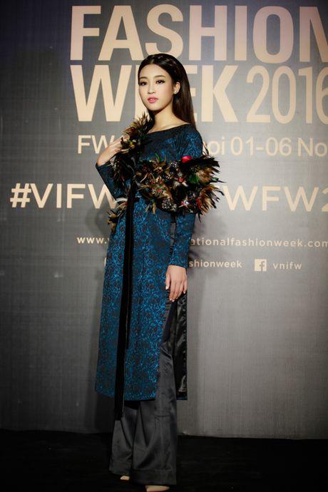 Hoa hau My Linh, A hau Thanh Tu hoa Tam-Cam tren tham do thoi trang - Anh 6