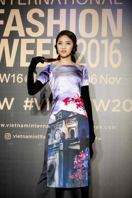 Hoa hau My Linh, A hau Thanh Tu hoa Tam-Cam tren tham do thoi trang - Anh 7