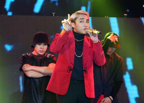 Trong showbiz, lam gi co ai di hat ma... nhan nhu Son Tung? - Anh 1