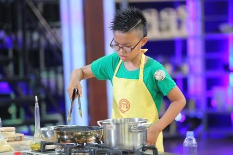 "Vua dau bep nhi: Cap song Hai hut hang vi lua chon cua ""hoang tu be"" - Anh 4"