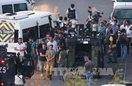 Tho Nhi Ky bat giu hang loat nghi si nguoi Kurd - Anh 1