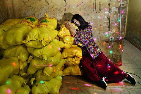 Sao Viet 4/11: Ngo Thanh Van khoe dang tuoi tre, Phuong Trinh an bun via he - Anh 1