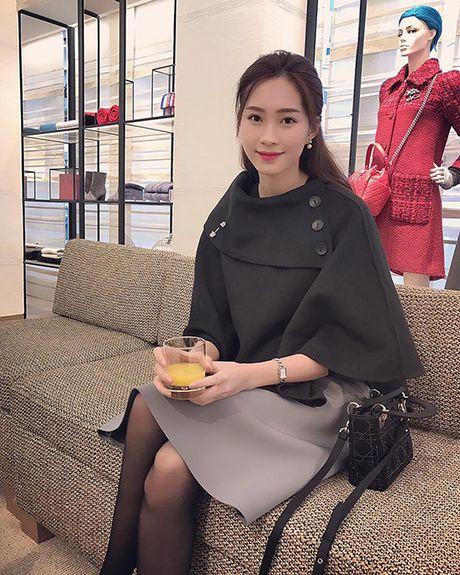 Sao Viet 4/11: Ngo Thanh Van khoe dang tuoi tre, Phuong Trinh an bun via he - Anh 4
