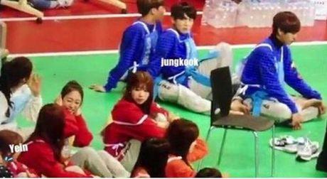 Netizen tung 'bang chung' Jung Kook BTS dang hen ho idol 'dep la' Kpop - Anh 6