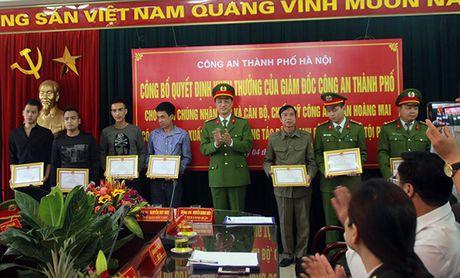 Khen thuong cac ca nhan kham pha nhanh vu an giet nguoi, cuop tai san tai pho Ngu Nhac - Anh 1