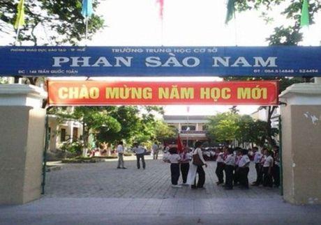 Den nhan bang tot nghiep, hoc sinh THCS phat hoang vi... khong co bang - Anh 1