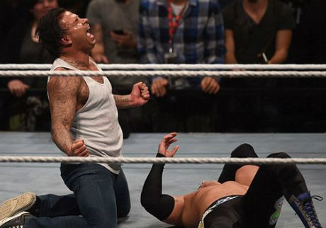 WWE: Cuu SAO thu mon Duc thang tran mo man vat bieu dien - Anh 3