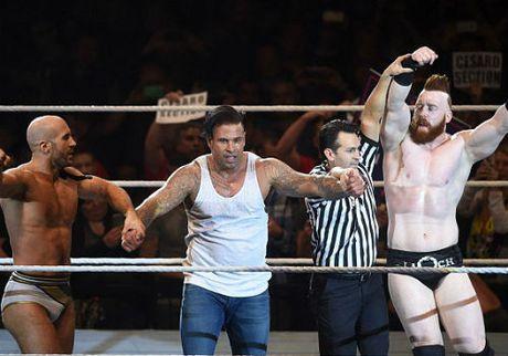 WWE: Cuu SAO thu mon Duc thang tran mo man vat bieu dien - Anh 4