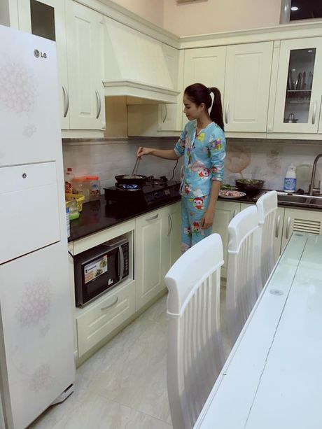 Pham Huong bi fan 'boc me' vi song ao - Anh 5