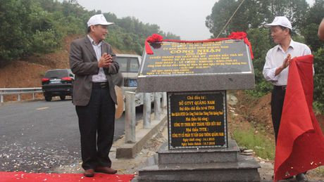 Quang Nam: Gan bien cong trinh tuyen tranh thi tran Tra My - Anh 1