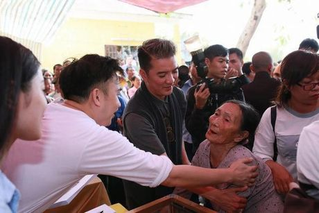 Dam Vinh Hung ban tui xach de... thay doi so phan - Anh 5