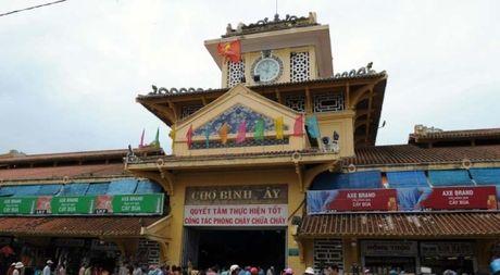 TP.HCM tam dong cua cho Binh Tay 1 nam - Anh 1