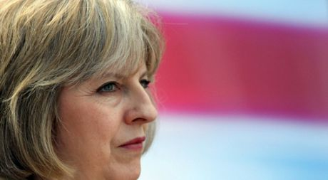 Ba dam thep Theresa May dang mat kiem soat nuoc Anh - Anh 1