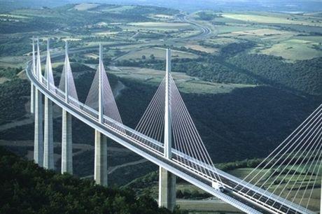 Cau can Millau Viaduct, ky quan moi cua nuoc Phap - Anh 1