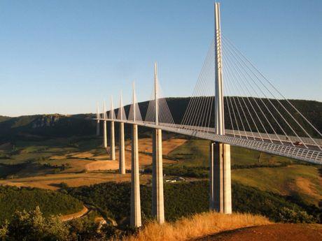 Cau can Millau Viaduct, ky quan moi cua nuoc Phap - Anh 2