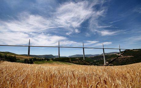Cau can Millau Viaduct, ky quan moi cua nuoc Phap - Anh 3