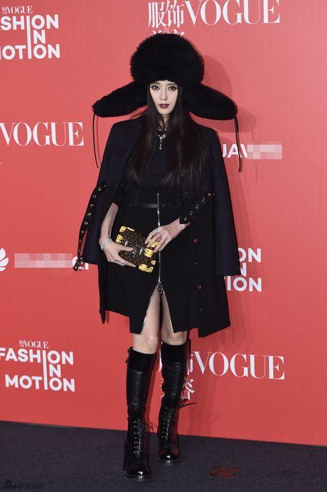 Pham Bang Bang mac xau gay sot tham do Vogue - Anh 2