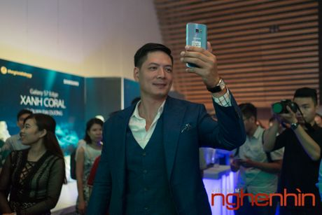 'Co Tam' Ha Vi so huu Galaxy S7 edge xanh san ho dau tien Viet Nam - Anh 4
