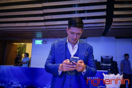 'Co Tam' Ha Vi so huu Galaxy S7 edge xanh san ho dau tien Viet Nam - Anh 5