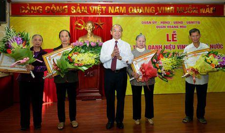Hoang Mai truy tang danh hieu 'Ba me Viet Nam anh hung' cho 8 me - Anh 1