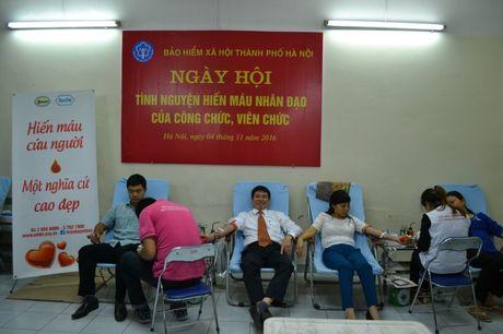 Can bo, doan vien BHXH Ha Noi tham gia hien mau cuu nguoi - Anh 1