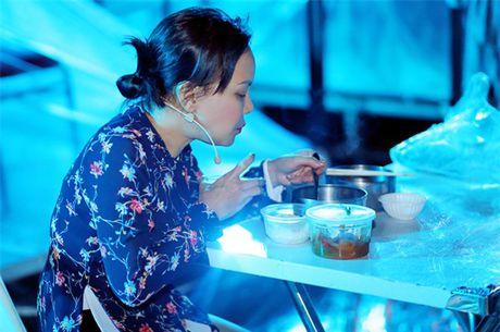 Viet Huong hanh phuc don chong con o san bay - Anh 8