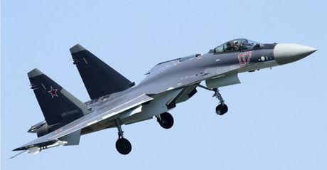 So huu J-20 toi tan, Trung Quoc van quyet mua tiem kich Su-35 Nga - Anh 1