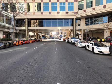 Gia Lai Team khoe dan sieu xe Lamborghini khung tren dat My - Anh 3