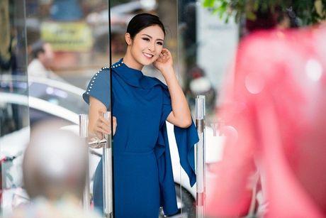 Chi Pu khac la, Ngoc Han quyen ru trong buoi thu do cua NTK Xuan Le cho VIFW - Anh 10