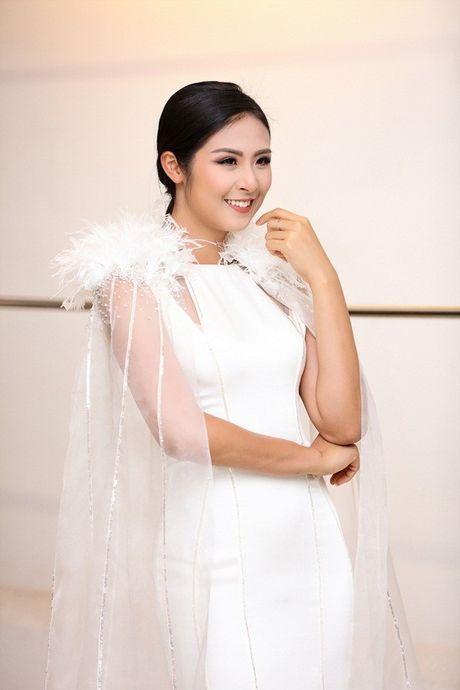 Chi Pu khac la, Ngoc Han quyen ru trong buoi thu do cua NTK Xuan Le cho VIFW - Anh 12