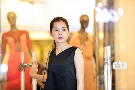 Chi Pu khac la, Ngoc Han quyen ru trong buoi thu do cua NTK Xuan Le cho VIFW - Anh 1