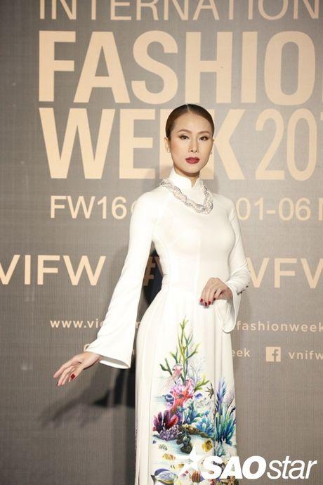 Tham do VIFW #day3: A hau Tu Anh khoe vai tran voi vay cup nguc ben loat my nhan dien ao dai - Anh 12