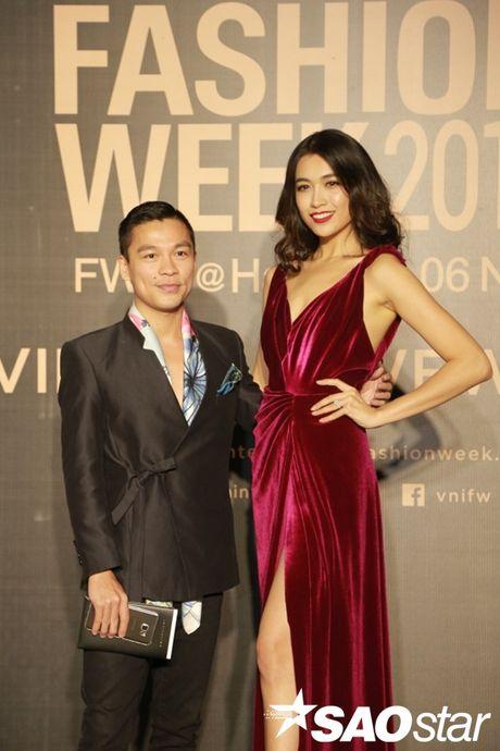 Tham do VIFW #day3: A hau Tu Anh khoe vai tran voi vay cup nguc ben loat my nhan dien ao dai - Anh 4