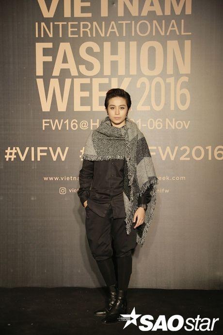 Tham do VIFW #day3: A hau Tu Anh khoe vai tran voi vay cup nguc ben loat my nhan dien ao dai - Anh 6