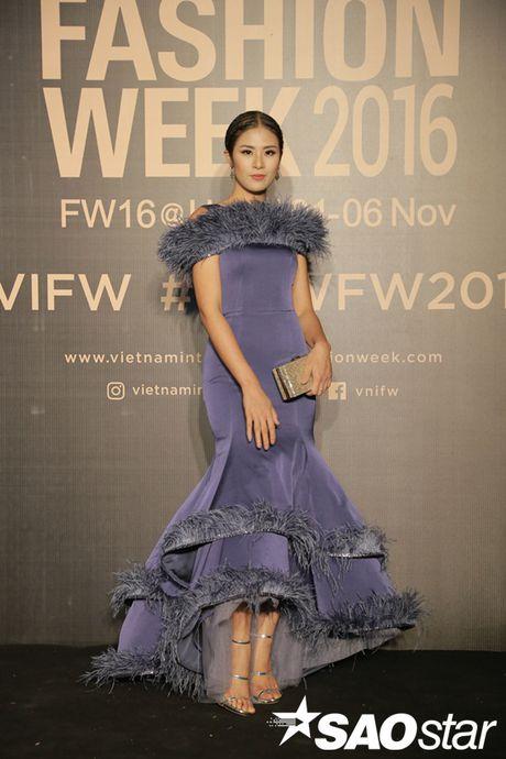 Tham do VIFW #day3: A hau Tu Anh khoe vai tran voi vay cup nguc ben loat my nhan dien ao dai - Anh 7
