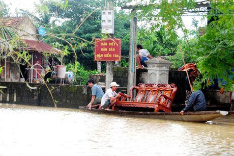 Nguoi dan lan ngup trong bien nuoc o tam lu Quang Binh - Anh 13