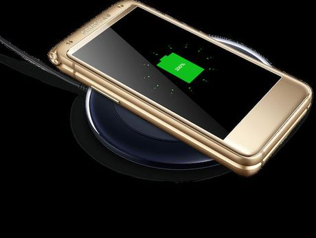 W2017, dien thoai nap gap chay Android cua Samsung, gia sieu dat - Anh 1