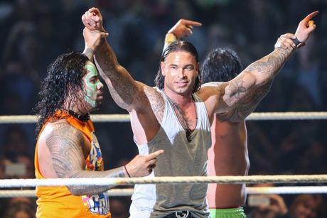 Cuu thu thanh Duc dung manh tren san WWE - Anh 11