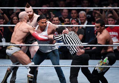 Cuu thu thanh Duc dung manh tren san WWE - Anh 5