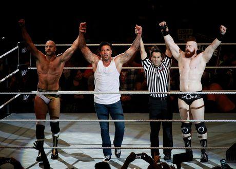 Cuu thu thanh Duc dung manh tren san WWE - Anh 6