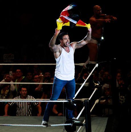 Cuu thu thanh Duc dung manh tren san WWE - Anh 7