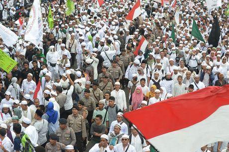 50.000 nguoi Indonesia bieu tinh doi thi truong tu chuc - Anh 1