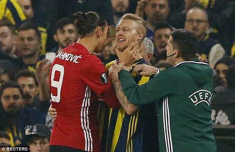 UEFA ra phan quyet vu Ibra bop co doi thu - Anh 1