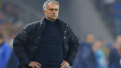 Giai ma MU: Mourinho nho nhen, vo trach nhiem, kem y tuong - Anh 2