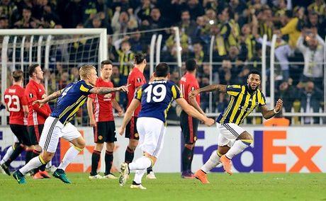 Fenerbahce 2–1 Man United: Pogba chan thuong, 'Quy do' guc nga - Anh 3