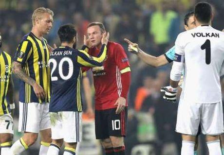 CAP NHAT tin sang 4/11: Man United se 'khon kho' them 2 nam nua. Mourinho chi trich dich danh Mkhitaryan - Anh 4