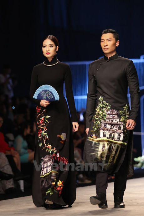 Den Fashion Week 2016 ngam ao dai cua nha thiet ke Dinh Van Tho - Anh 11